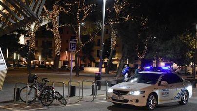 Un conductor ebrio pierde el control e impacta su coche contra otros 11 vehículos estacionados en Palma