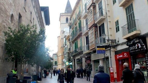 Detienen en Palma a un turista por abofetear a su pareja en la calle