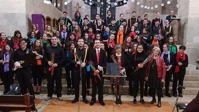 Los niños de San José Obrero recaudan 800 euros solidarios cantando