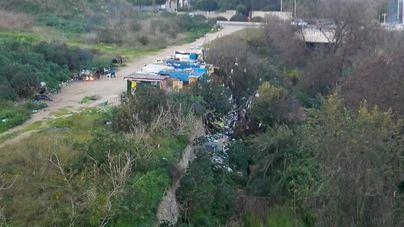 """Vecinos sobre Cort y su bosque urbano: """"en vez de árboles, plantan chabolas"""""""