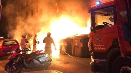 Un año de vandalismo y pérdidas millonarias: casi 300 contenedores de basura quemados en Palma