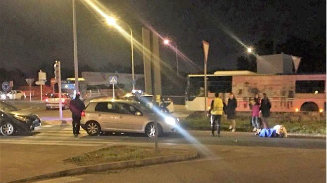Un coche arrolla a dos peatones en la rotonda del centro comercial Fan Mallorca
