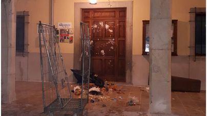 Los quintos cumplen con la tradición de las inocentadas en el Pla de Mallorca