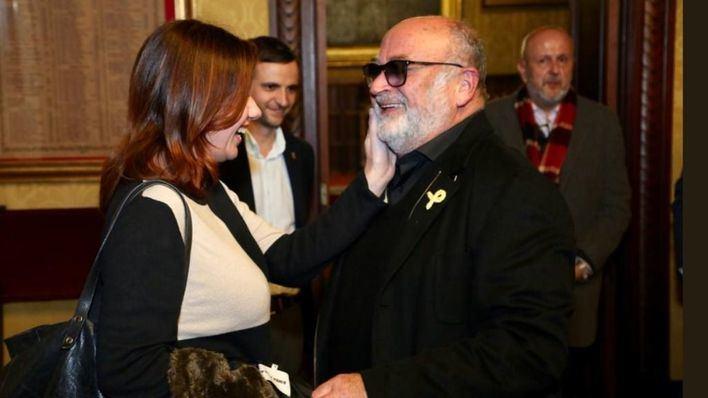 """Armengol se fotografía con """"su amigo"""" Mesquida, el PP abandona el pregón y Cs habla de """"robo"""" del Estendard"""