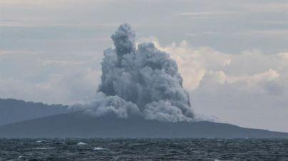 Indonesia investiga el desplome del volcán Anak Krakatau