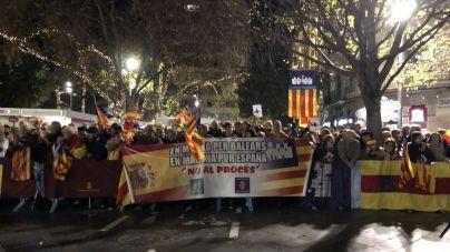 Más de 300 personas reivindican la 'unidad de España' durante la ofrenda floral del Estendard