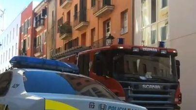 Un intoxicado por humo y tres viviendas precintadas por un incendio en Palma