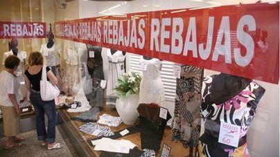 Prevén 2.800 empleos temporales para las rebajas posnavideñas en Baleares, 400 en comercios
