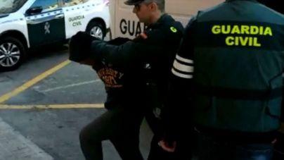 Pillados in fraganti cuatro hombres violando a una joven inconsciente en Alicante