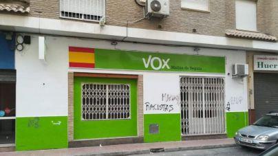 Excrementos y pintadas en la sede de Vox en Murcia
