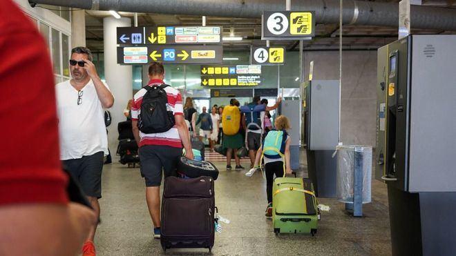 El Govern celebra los vuelos tirados de precio para atraer turistas