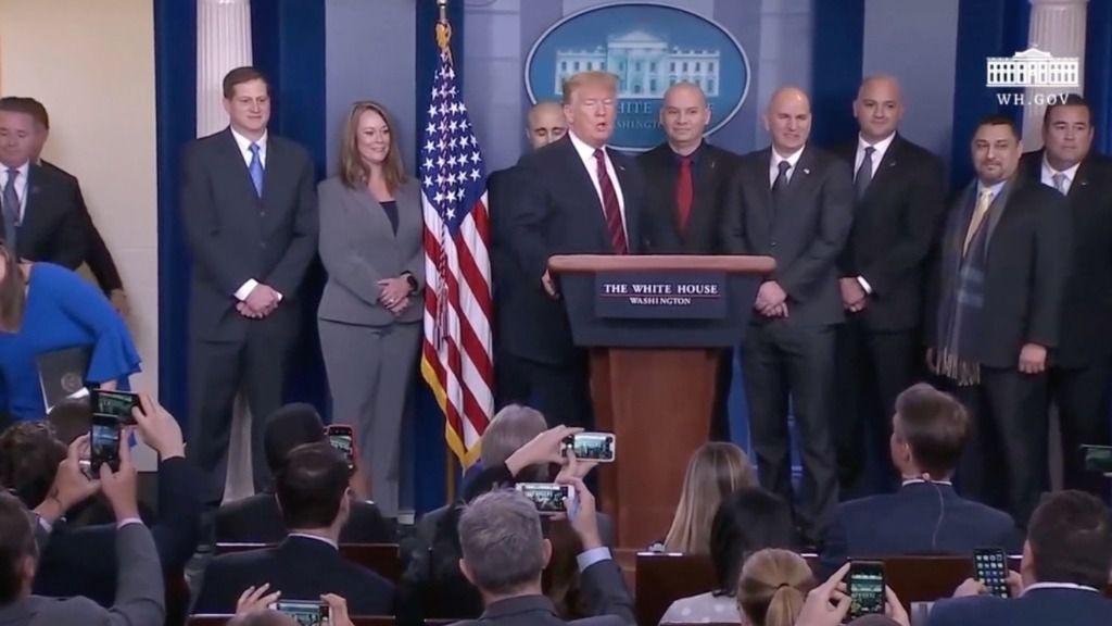Trump pide apoyo a la nación para construir el muro con Méjico
