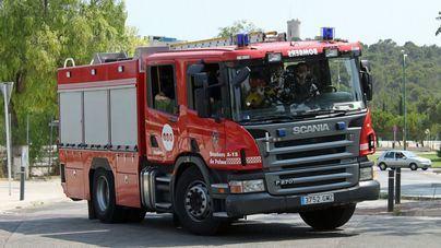Desalojado un edificio entero en Camp Redó por un incendio en la cocina de una de las viviendas