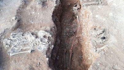 Las excavaciones en la fosa de Llucmajor revelan los restos de tres de los republicanos enterrados