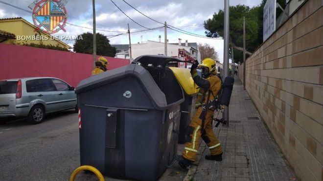 Bombers de Palma sofoca un conato de incendio en un contenedor de Ciutat