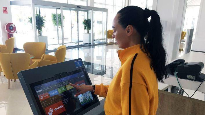 Grupo Piñero apuesta por la transformación digital con una pulsera inteligente