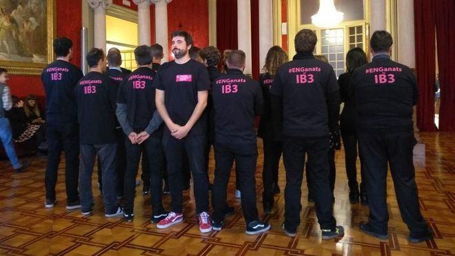 Trabajadores de IB3 reclaman 'la igualdad salarial' en el Parlament y anuncian 'más movilizaciones'