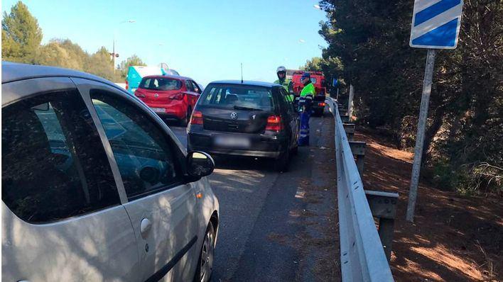 Investigan la caída de una roca de medio metro en la Vía de Cintura que ha provocado daños a coches