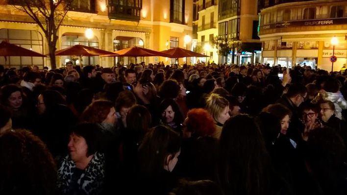 Cientos de personas claman contra el machismo en Cort