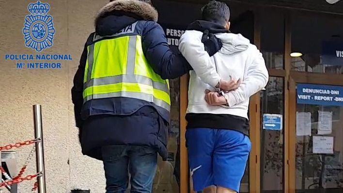 Imagen distribuida por la Policía Nacional con uno de los detenidos