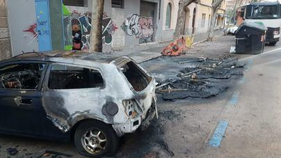 El pirómano ataca de nuevo y quema una decena de contenedores en Palma
