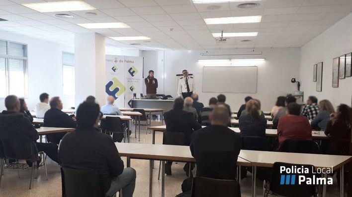 40 taxistas reciben un curso de seguridad impartido por la Policía Local de Palma