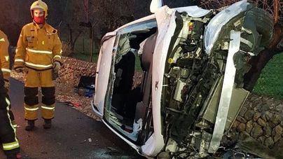 Un hombre de 63 años en estado grave tras volcar con su coche en la carretera de Bunyola