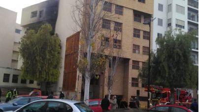 Un incendio calcina esta madrugada dos plantas del edificio de Juzgados de Ibiza