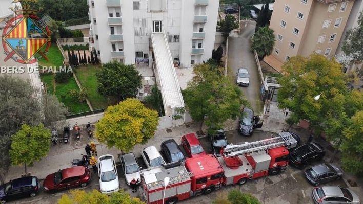 Los bomberos rescatan a un anciano con hipotermia que se cayó en su vivienda de Cala Major