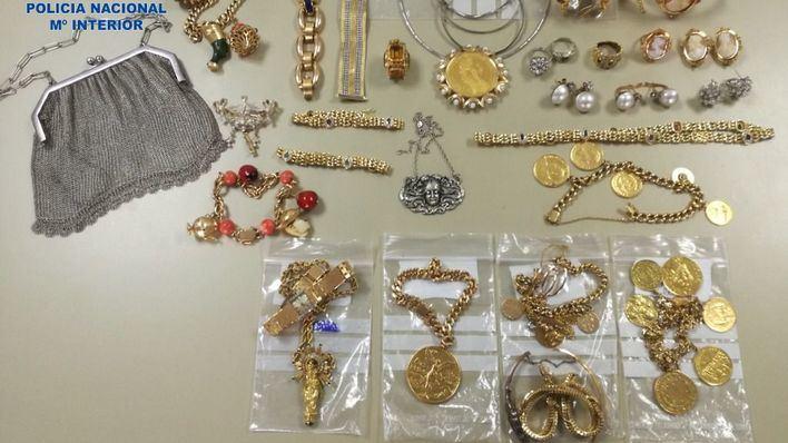 Detienen en Palma a una mujer por robar joyas y 6.000 euros a la anciana que cuidaba