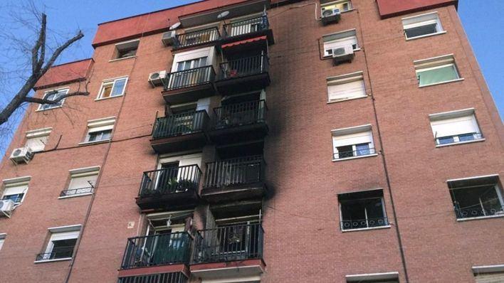 Un muerto y tres heridos muy graves en un incendio en Vallecas