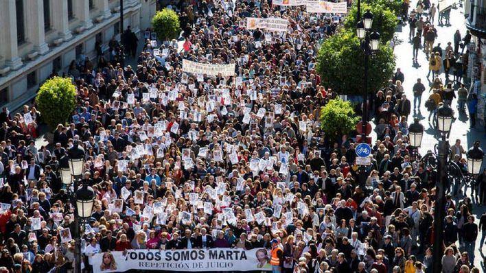 4.000 personas piden en Sevilla que se repita el juicio de Marta del Castillo