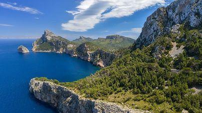 Nubes y claros con rachas de vientos fuertes este domingo en Baleares
