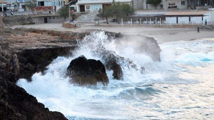 Activada la alerta naranja por mala mar y fuerte viento en Baleares