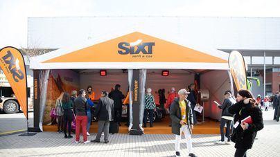 Sixt recibe el premio al mejor stand en la categoría de empresas en Fitur 2019