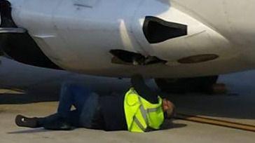 Un avión que hacía el trayecto Valencia-Palma se sale de pista al aterrizar en Son Sant Joan