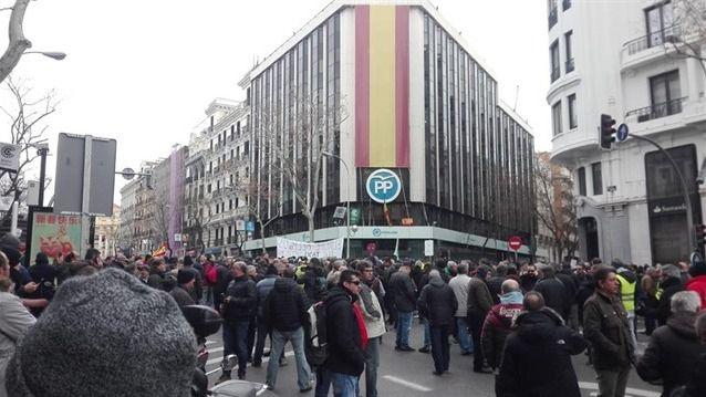 Los taxistas vuelven a cortar la calle Génova
