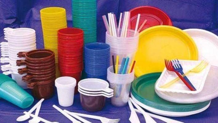 El Parlament da luz verde a la ley de residuos que prohíbe pajitas y bolsas de plástico