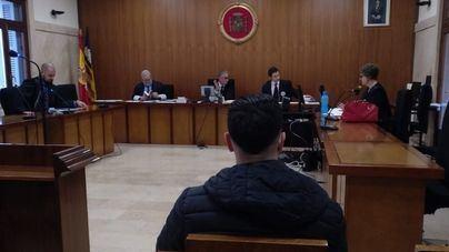 Condenan a tres años de cárcel al hombre que intentó tirar por un precipicio a un guardia civil