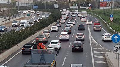 La lluvia colapsa los accesos a Palma con colas kilométricas a primera hora