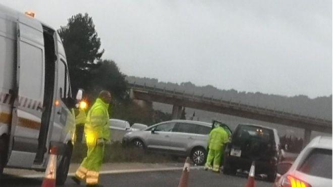 Un accidente en cadena provoca retenciones kilométricas en la autopista de Inca en hora punta