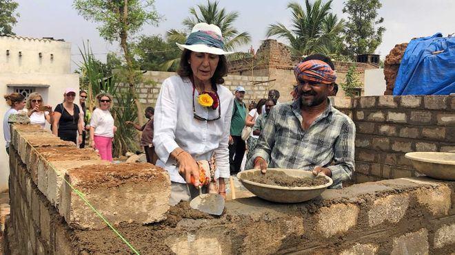 La Alianza contra la pobreza de CAEB visita las viviendas de Anantapur
