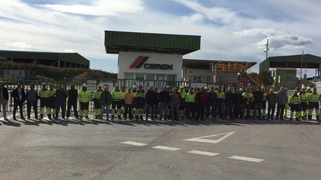 Seguimiento del 100 por cien de la huelga de Cemex en Lloseta