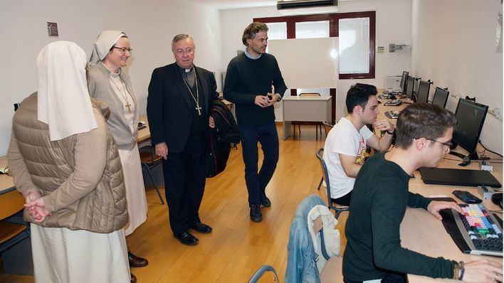 El obispo de Mallorca visita el Cesag