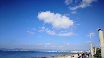 Cielos poco nubosos y temperaturas en descenso en Baleares