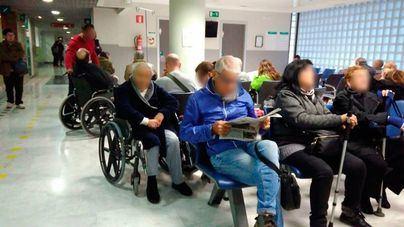 "Técnicos sanitarios denuncian ""caos"" en Son Espases: 65 pacientes esperan habitación"