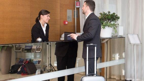Los hoteleros piden al Gobierno medidas urgentes para el empleo de fijos discontinuos