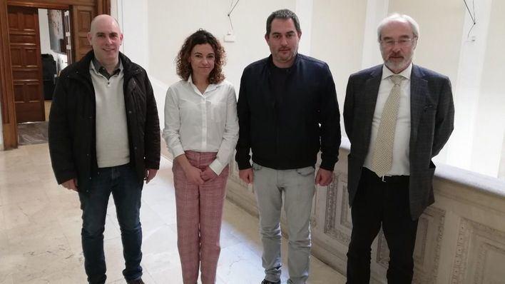 La Delegada del Gobierno rinde cuentas ante la OCB sobre la normalización del catalán