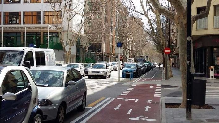 La Federación de padres pide limitar la velocidad a 20 kilómetros por hora en el entorno escolar