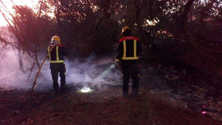 Pequeño incendio cerca del faro de Cap de Barbaria